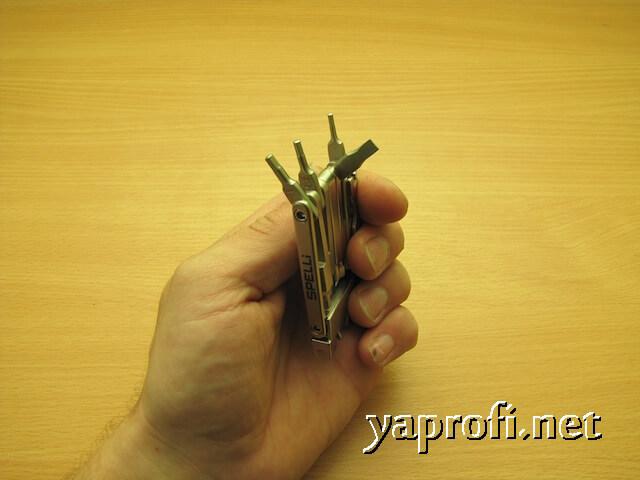 Шлицевая отвёртка и мелкие гексагональные ключи мультитула Спелли