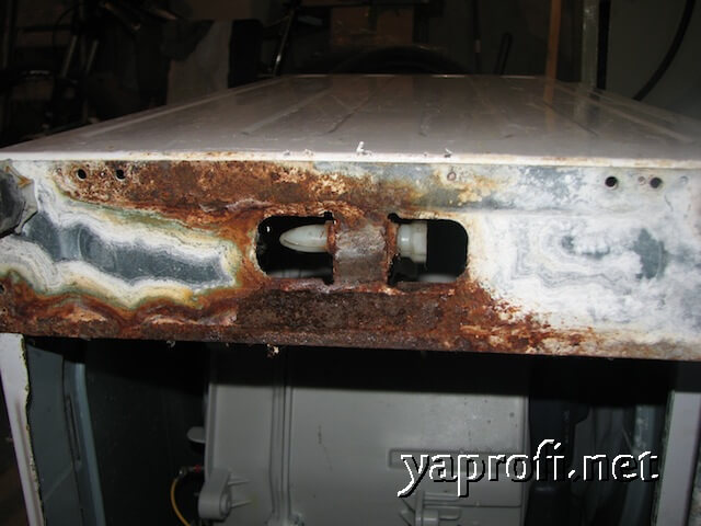 Место коррозии на стиральной машине