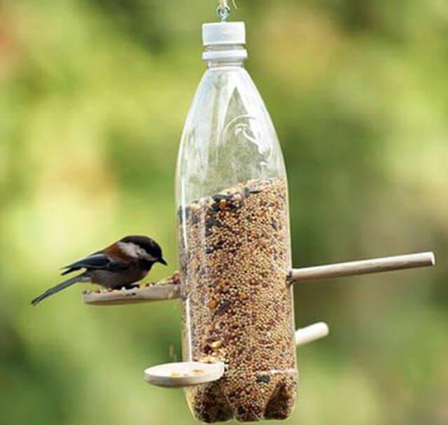 Кормушка для птиц из пластиковой