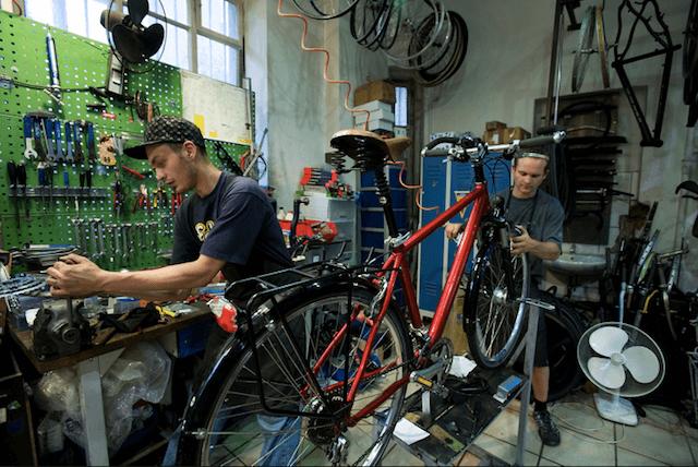Ремонт велосипеда в веломастерской