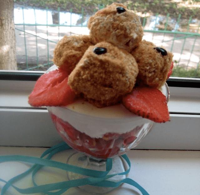 Десерт Золотая Клубничка