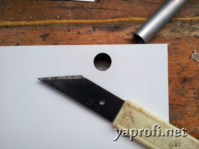 Окультуриваем отверстие сопожным ножичком