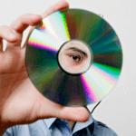 Поделки из старых CD и DVD дисков — вторсырье для функциональных и полезных вещей
