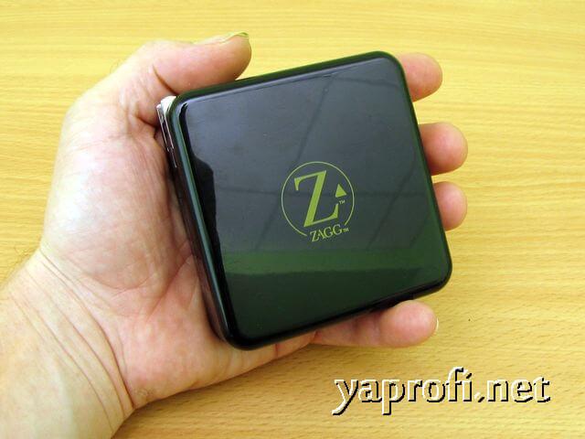 ZAGG Sparq 2.0 в ладони пользователя