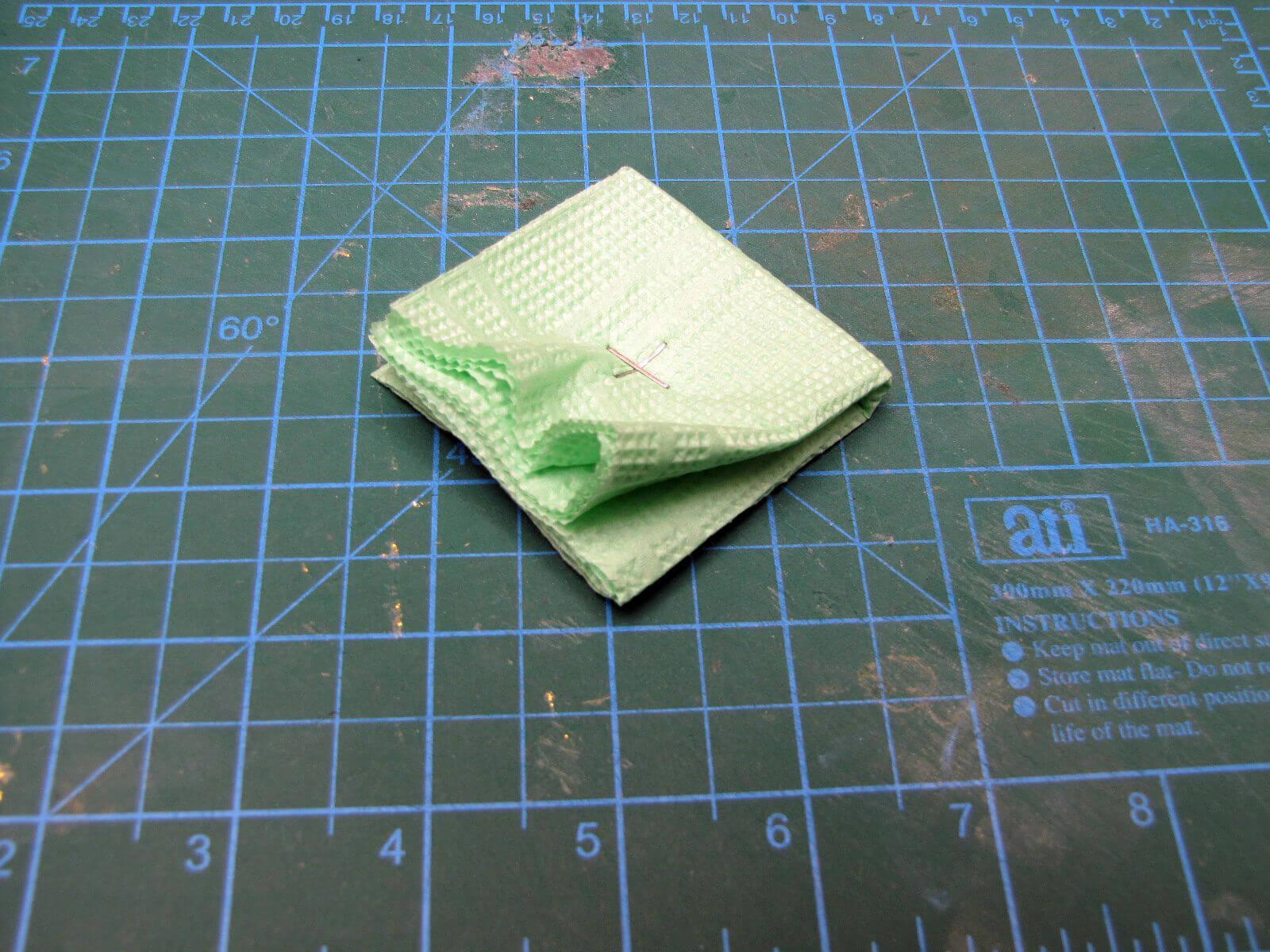 Скрепляем слои салфетки степлером