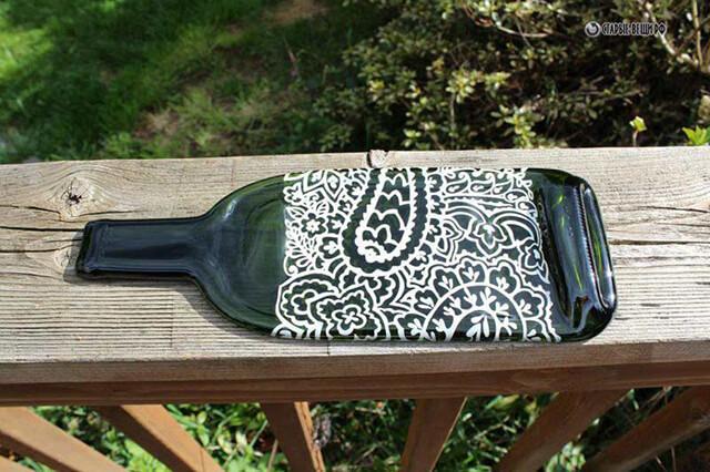 Поднос из стеклянной бутылки