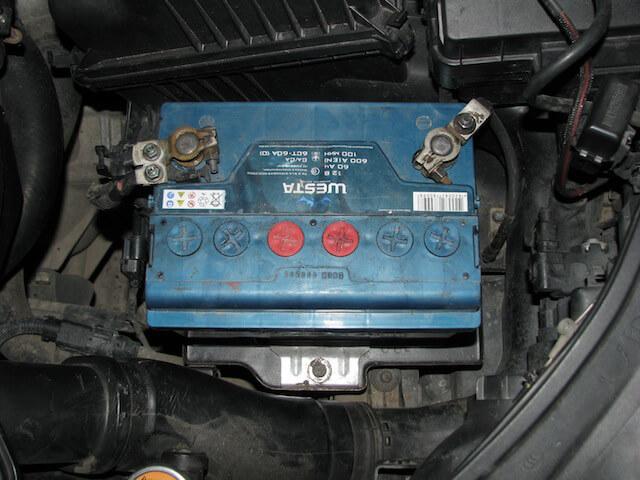 Старый аккумулятор Westa