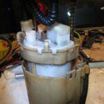 Замена топливного фильтра на Kia Carens