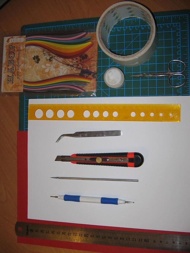 Инструменты и материалы для квиллинг открытки