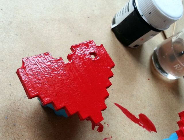 Наносим красную краску