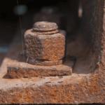 Как открутить сорванный болт подручным и специальным инструментом