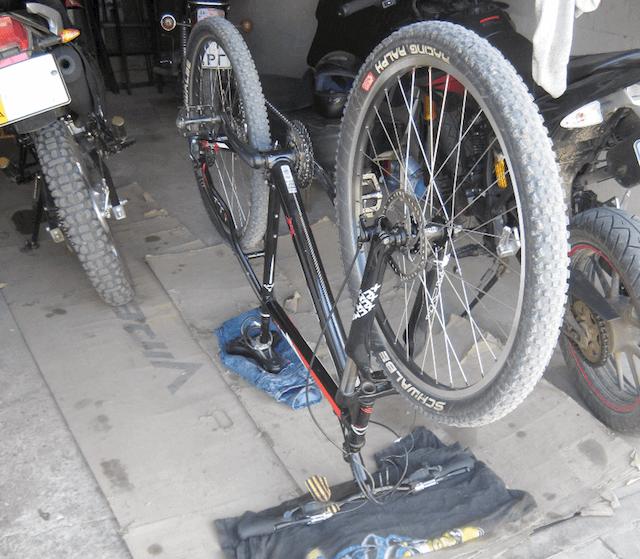 Переворачиваем велосипед